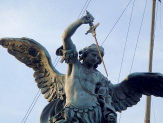 Статуя Архангела Михаила, Рим