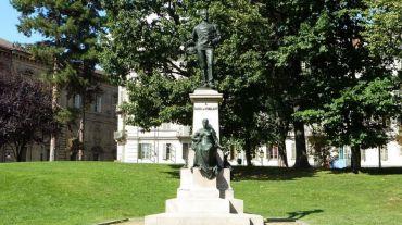 Памятник Карло Николису, Турин