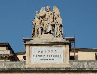Статуя на театре Витторио Эмануэле II, Мессина