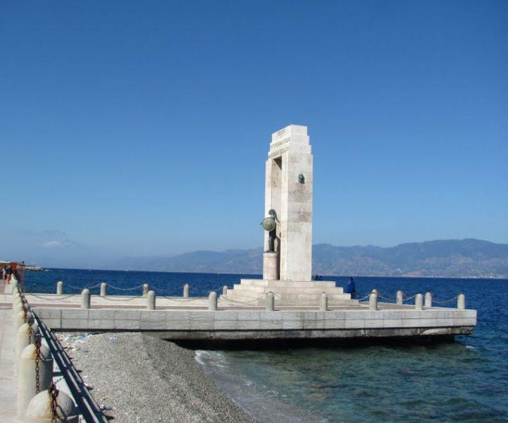 Statue of Athena Promachos Reggio Calabria photos description
