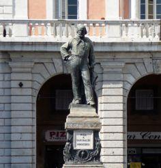 Statue of Giuseppe Garibaldi, Pisa