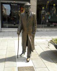 Statue of Umberto Saba, Trieste