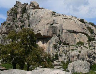 Большие камни, Аджус
