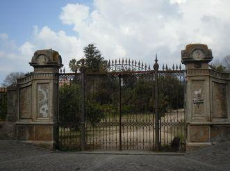 Villa Pernis Gate, Milis