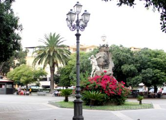 Sella Square, Iglesias