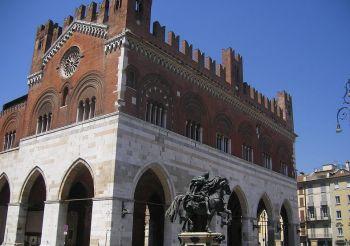 Городской дворец, Пьяченца