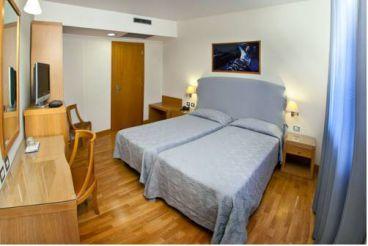 Улучшенный двухместный номер с 1 кроватью и одноместным размещением