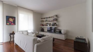 Large One-Bedroom Apartment with Balcony
